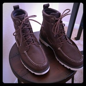 9.5 Sperry top sider deck boots